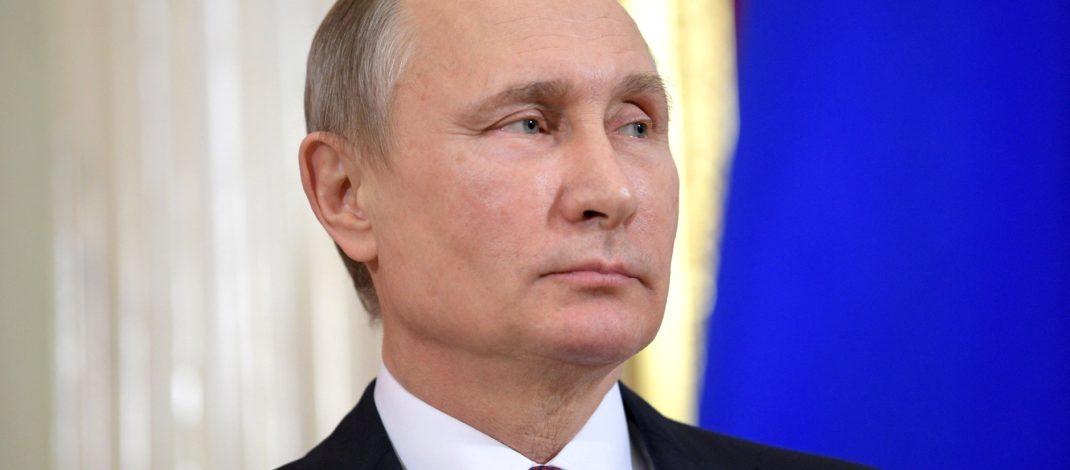 Путин ги достави предлог-уставните измени во Парламентот