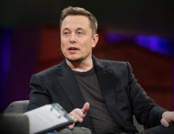 Илон Маск вели сите луѓе треба да работат најмалку 80 часа неделно за да го сменат светот
