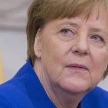 Ангела Меркел повторно силно се тресеше на јавна церемонија