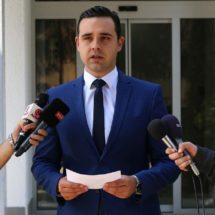Костадинов: Што да кажеме за кандидат кој денес се шета со Иванов