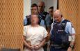 Австралијанецот Брентон Тарант се појави во судницата во основниот суд во Крајстчерч насмеан и со лисици на рацете