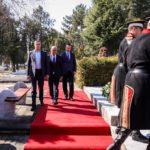 Владини делегации на гробот на поранешниот претседател Борис Трајковски во Скопје и на споменикот во негова чест во Струмица положија венци свежо цвеќе